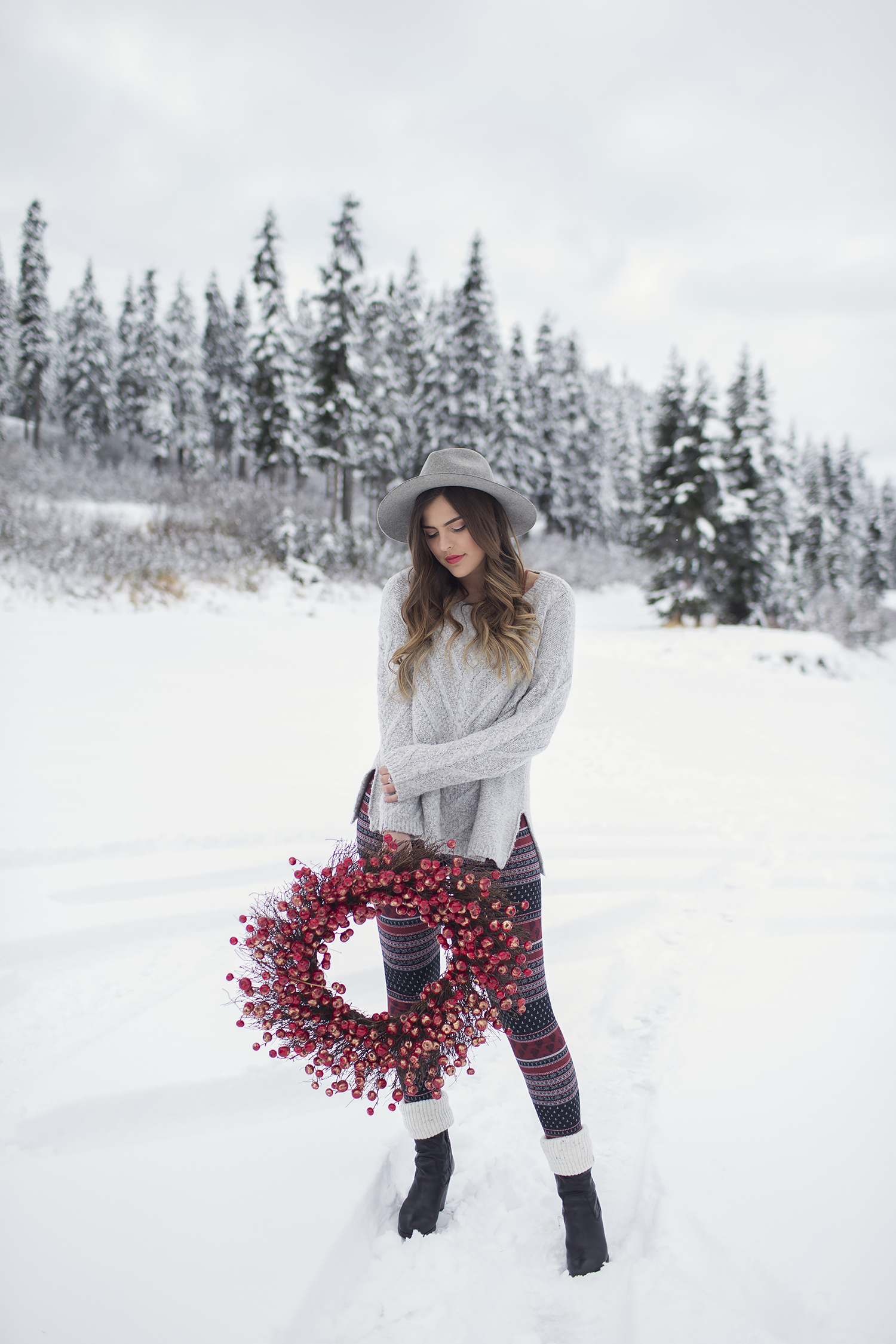 Gentle Fawn Holiday Snow Shoot at Stevens Pass by Seattle Photographer Michelle Moore